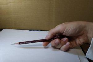鉛筆画のリアルな絵の描き方-鉛筆の持ち方1