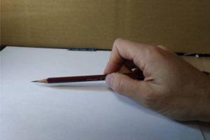 鉛筆画のリアルな絵の描き方-鉛筆の持ち方2