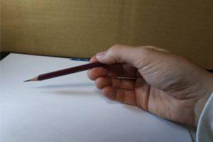 鉛筆画のリアルな絵の描き方-鉛筆の持ち方4