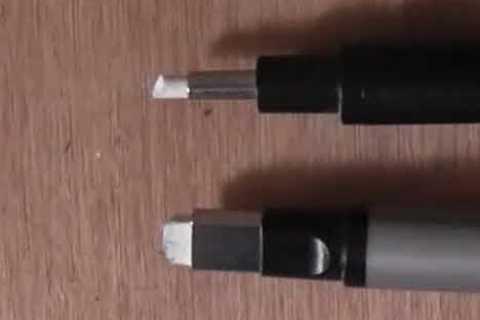 芯先が「丸型」のものと「四角」のもの  の2種類あります。